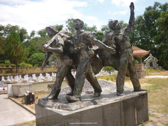 Thăm nghĩa trang trường sơn- Đồng Hới