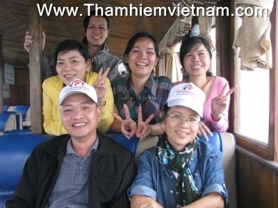 khách du lịch Việt Nam đến với Hạ Long