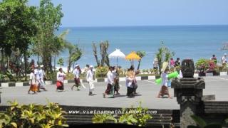 làm lễ tại Đền Thiêng Pura Batu Bolong