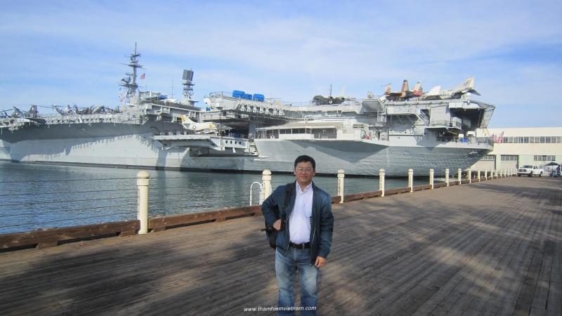 Thăm tàu Midway trong tour du lịch Hoa Kì