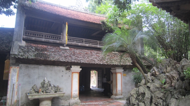 chùa thầy