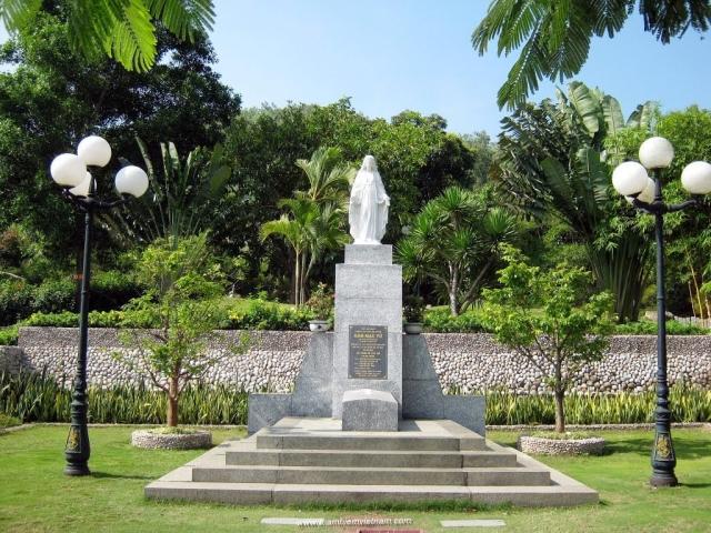 Ngôi mộ thi sĩ Hàn Mạc Tử