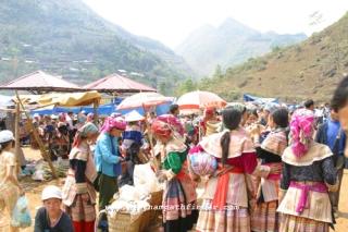 chợ bác hà trong chuyến đi sapa