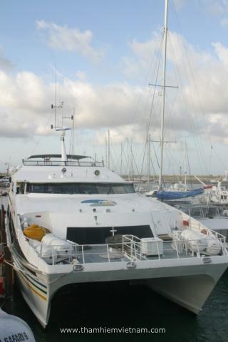 tàu thăm vịnh bali