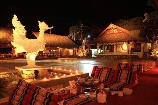 Nhà hàng Khum Khantoke