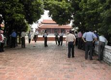 Đền và khu lăng mộ nhà Trần
