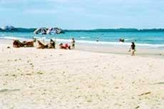 Bãi biển Mỹ Khê (ở Quảng Ngãi)