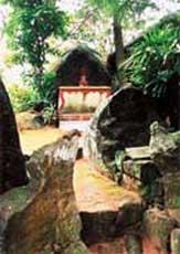 Chùa và hồ Thiên Tượng