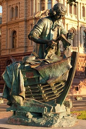 Du lịch Nga: Tượng đài - Vua thợ mộc